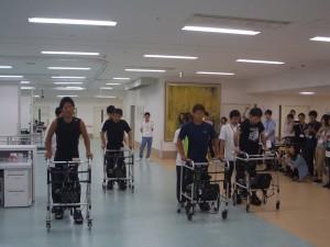 ⑤患者様4名による一斉歩行デモ